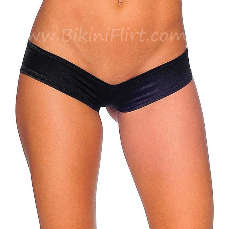 Bikinis Tankinis and Shorts. If you need a seperate tankini top to mix and match with your bikini bottoms then look no further. All from great brands like Hot Tuna, Slazenger, Golddigga and SoulCal at cheap prices. See our towels for more great deals on beach .